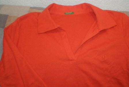 Оранжевая майка Бенетон для беременных.