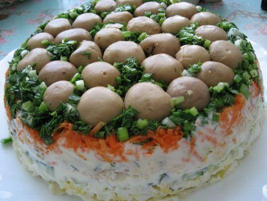 салат с курицей и грибами фото.